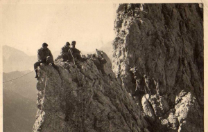 Alpini della Julia sulle Tre Lame nel 1961.
